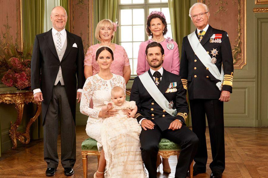 Le prince Alexander de Suède avec ses parents et ses grands-parents, le 9 septembre 2016
