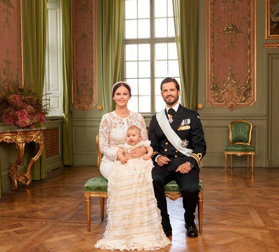 Le prince Alexander avec son père le prince Carl Philip et sa mère la princesse Sofia