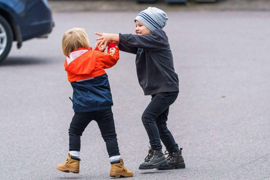 Les princes Gabriel et Alexander de Suède sur le circuit de Mantorp, le 3 octobre 2020