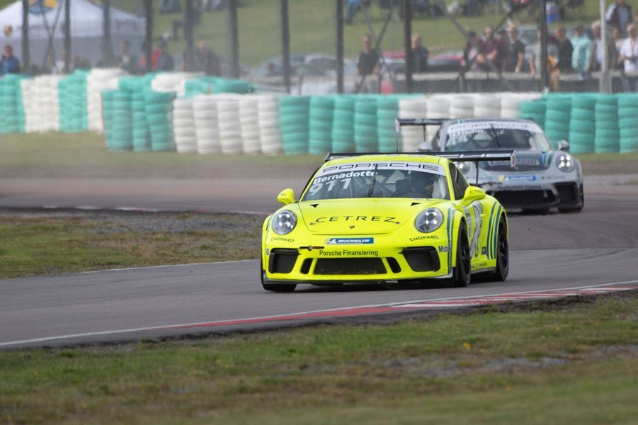La Porsche conduite par le prince Carl Philip de Suède sur le circuit suédois de Gellerasen, le 18 août 2019
