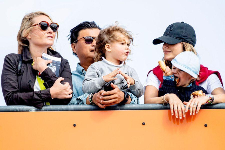 La princesse Sofia de Suède et ses fils les princes Alexander et Gabriel sur le circuit suédois de Gellerasen, le 18 août 2019