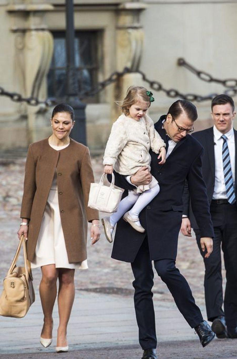 La princesse Victoria de Suède avec le prince Daniel et Estelle à Stockholm, le 21 mars 2015
