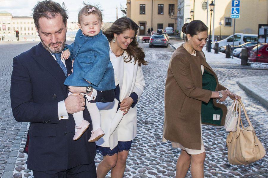 Les princesses Victoria et Madeleine de Suède avec Christopher O'Neill et Leonore à Stockholm, le 21 mars 2015