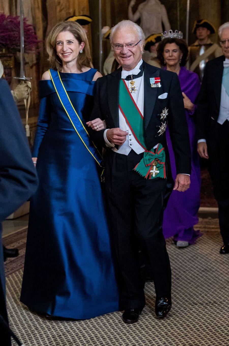 Le roi Carl XVI Gustaf de Suède avec Laura Mattarella à Stockholm, le 13 novembre 2018