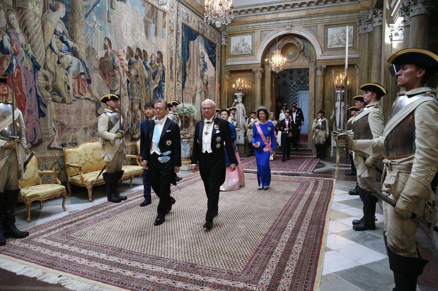 La famille royale de Suède avec le couple présidentiel sud-coréen à Stockholm, le 14 juin 2019