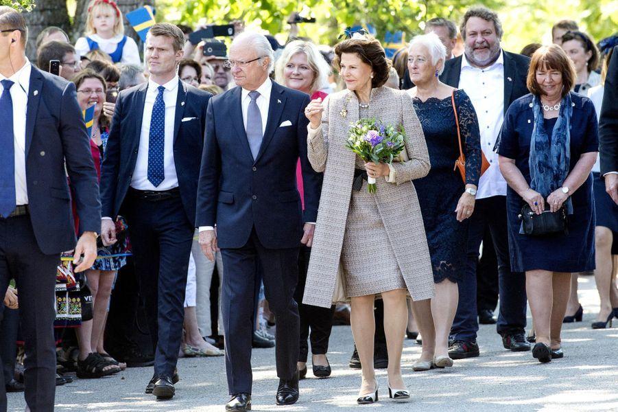 La reine Silvia et le roi Carl XVI Gustaf de Suède à Växjö, le 6 juin 2017