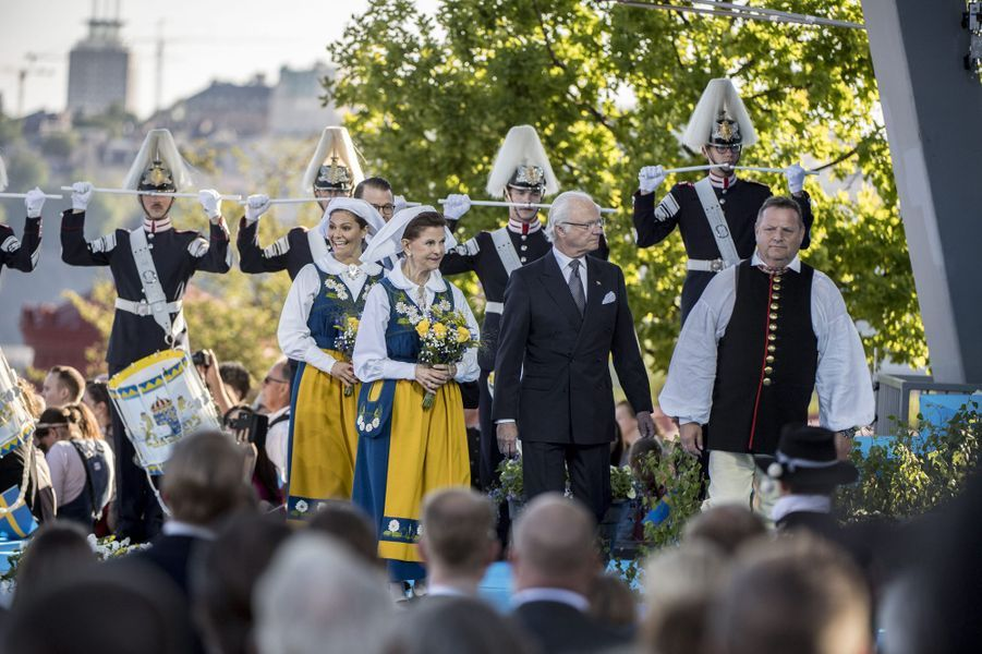 La reine Silvia et la princesse Victoria avec le roi Carl XVI Gustaf de Suède et le prince consort Daniel à Stockholm, le 6 juin 2017
