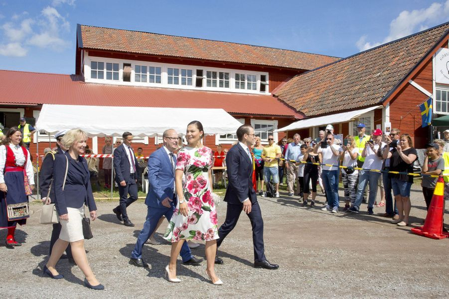 La princesse Victoria de Suède et son mari le prince consort Daniel à Järfälla, le 6 juin 2017