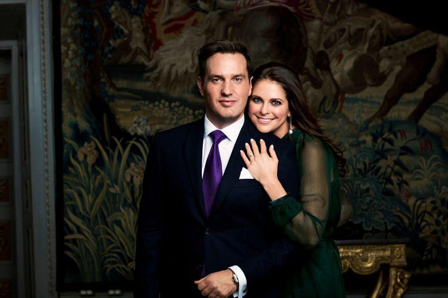 La princesse Madeleine de Suède avec son fiancé Chris O'Neill le jour de leurs fiançailles, le 25 octobre 2012