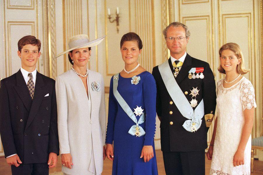 La princesse Madeleine de Suède avec ses parents, sa soeur et son frère, le 14 juillet 1995