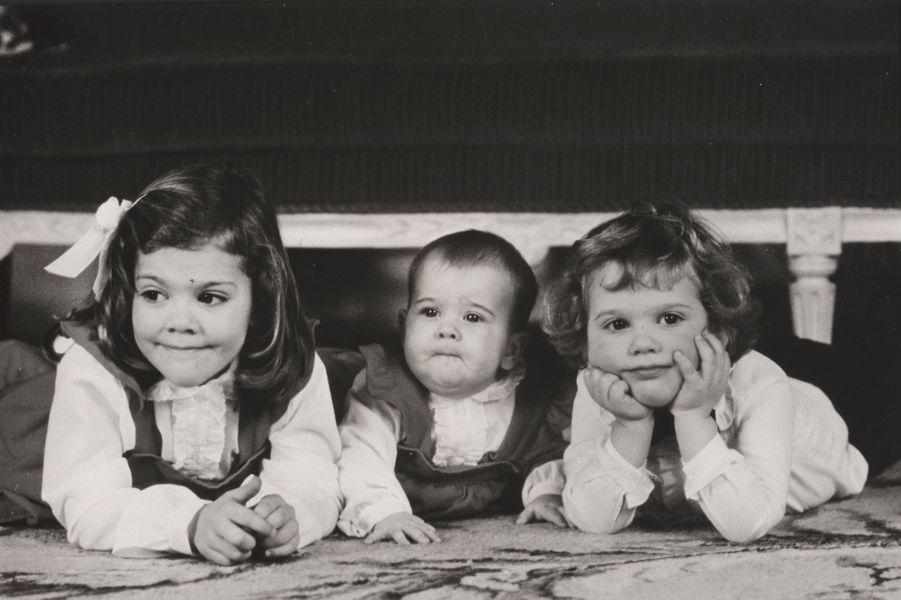 La princesse Madeleine de Suède avec sa soeur et son frère à Noël 1982