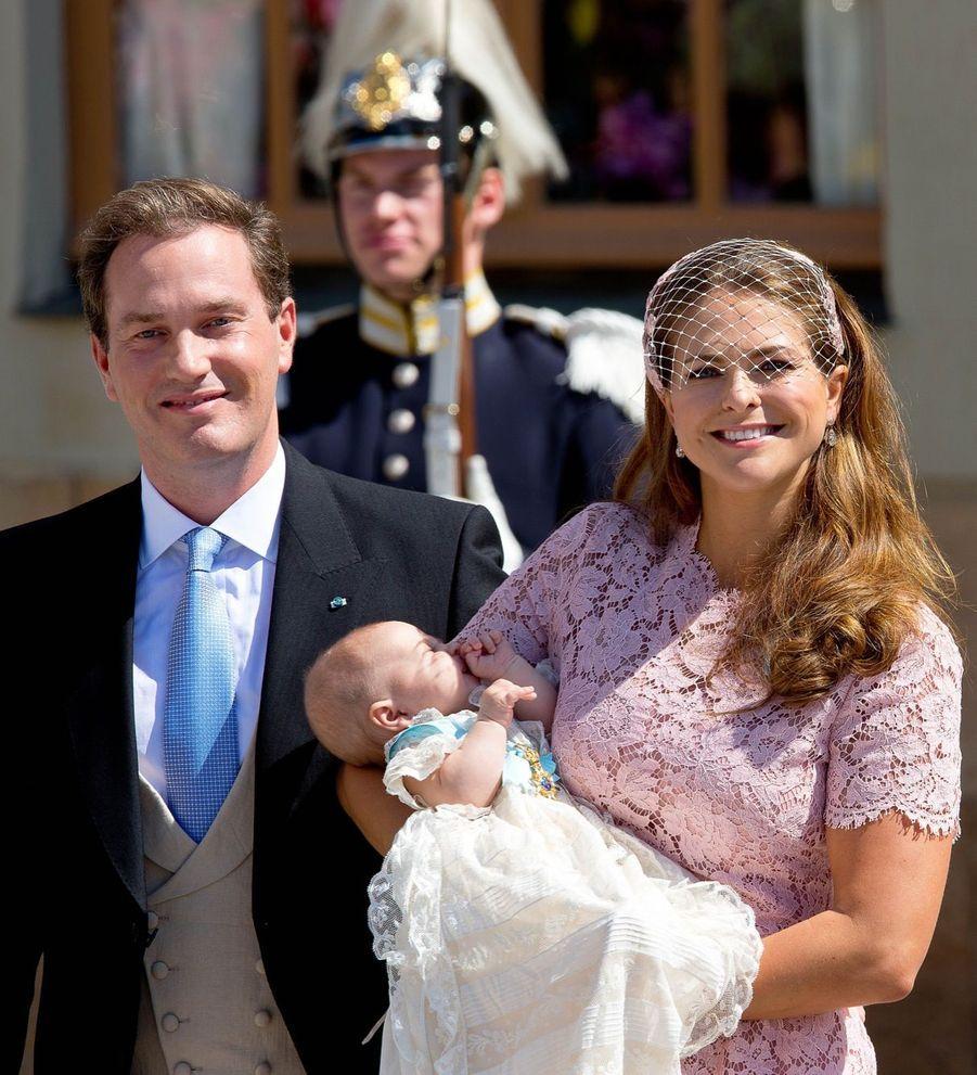 La princesse Madeleine avec son époux Chris, et leur fille Leonore après son baptême à Stockholm, le 8 juin 2014