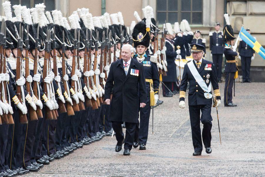 Le roi Carl XVI Gustaf de Suède avec David Johnston à Stockholm, le 20 février 2017