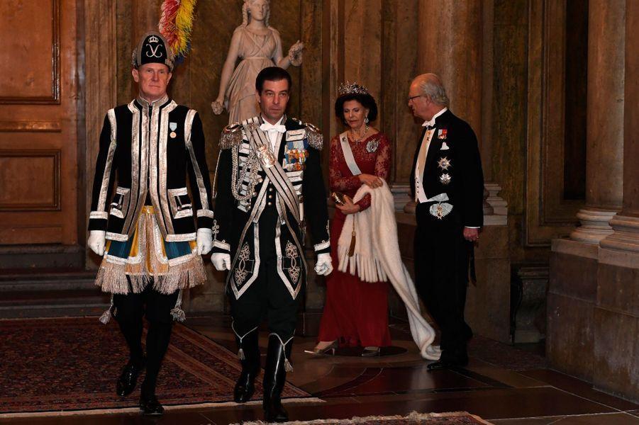 La reine Silvia et le roi Carl XVI Gustaf de Suède au Palais royal à Stockholm, le 11 décembre 2016