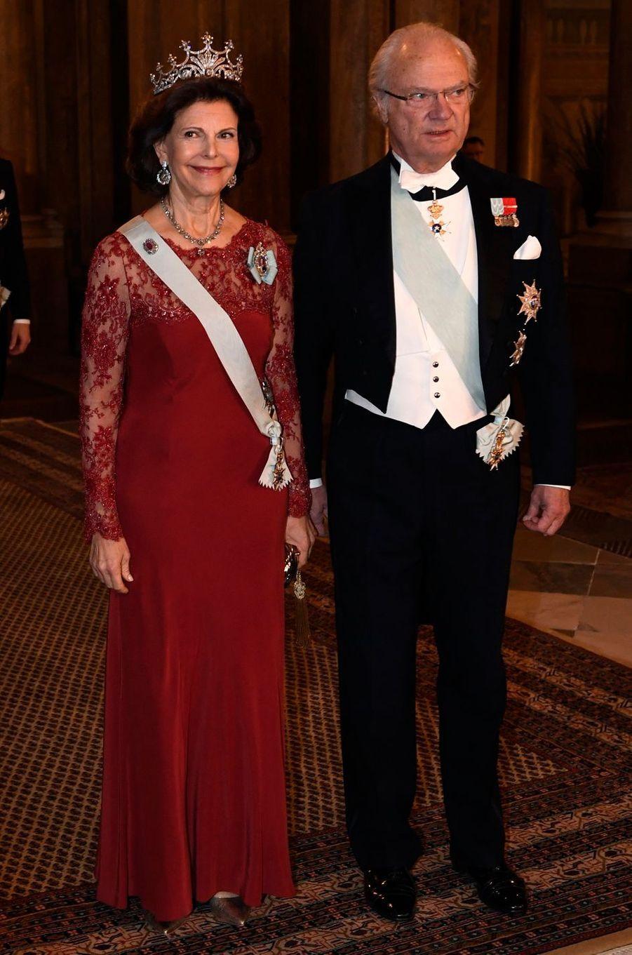 La reine Silvia et le roi Carl XVI Gustaf de Suède à Stockholm, le 11 décembre 2016