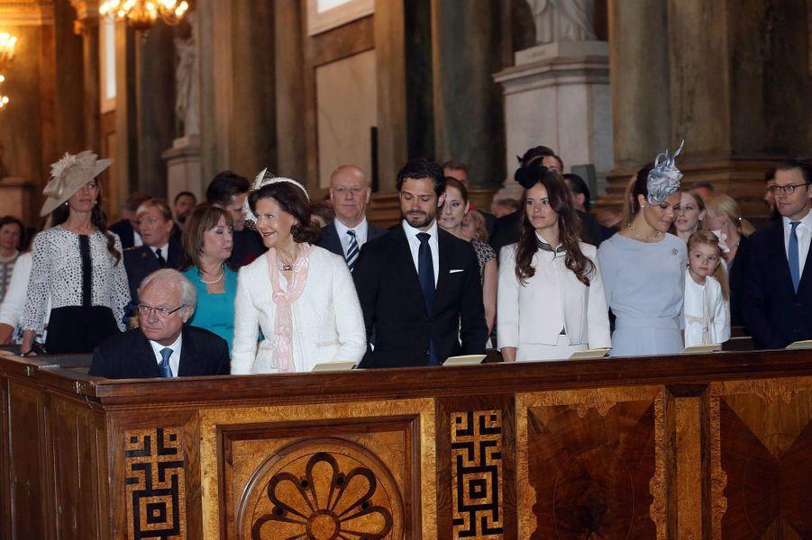 La famille royale de Suède dans la Chapelle royale de Stockholm, le 17 mai 2015