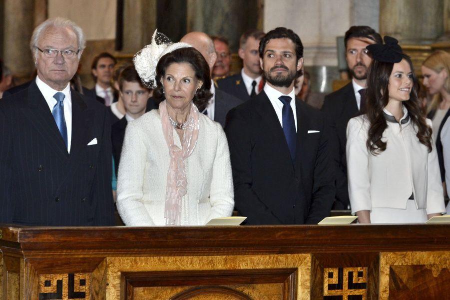 La reine Silvia et le roi Carl XVI Gustaf, Sofia Hellqvist et le prince Carl Philip à Stockholm, le 17 mai 2015