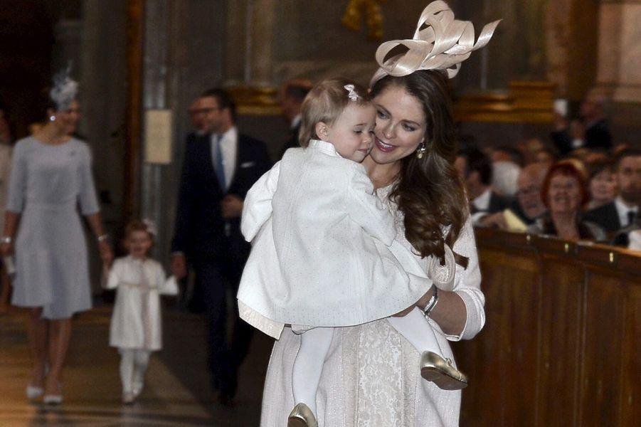 Les princesses Madeleine et Leonor dans la Chapelle royale de Stockholm, le 17 mai 2015