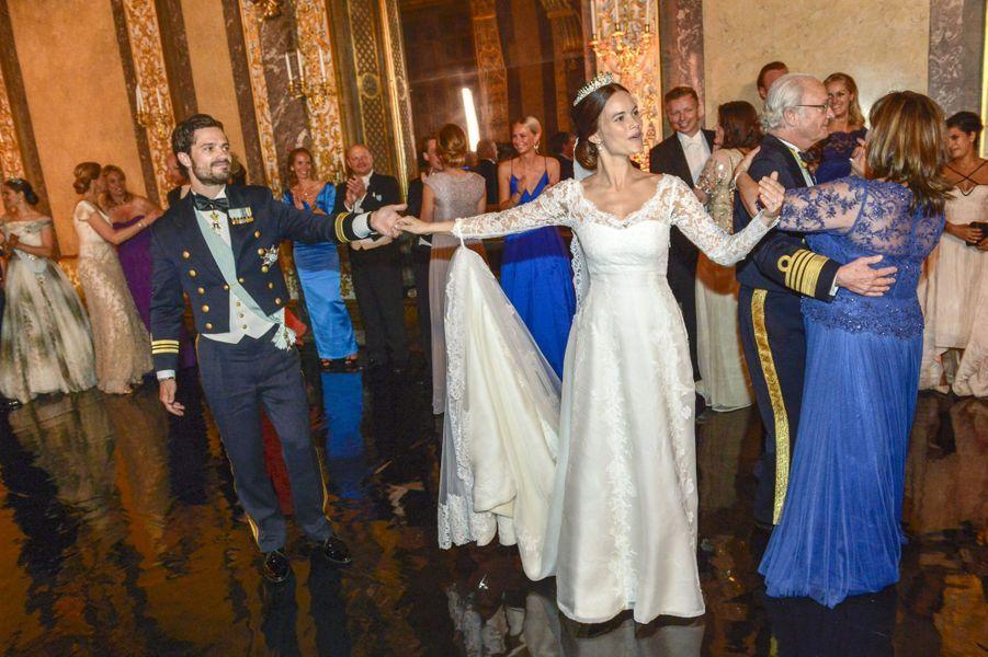 La princesse Sofia et le prince Carl Philip lors du bal de leur mariage, le 13 juin 2015