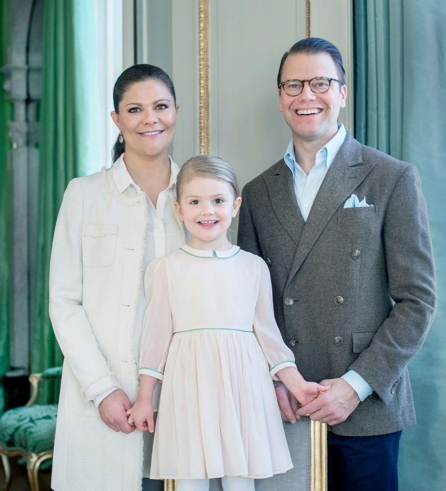 La dernière photo de famille avant la naissance, prise pour l'anniversaire de la princesse Estelle