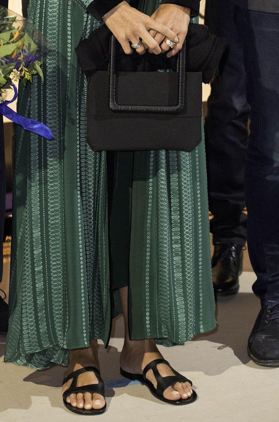 Le sac et les chaussures de la reine Maxima des Pays-Bas à Amsterdam, le 11 septembre 2017