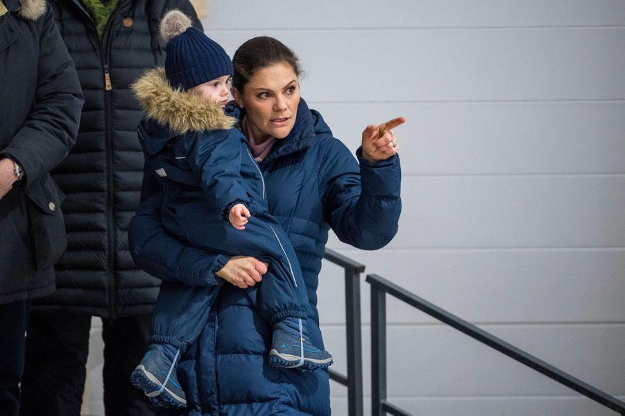 La princesse Victoria de Suède et son fils le prince Oscar à Ockelbo, le 25 janvier 2018