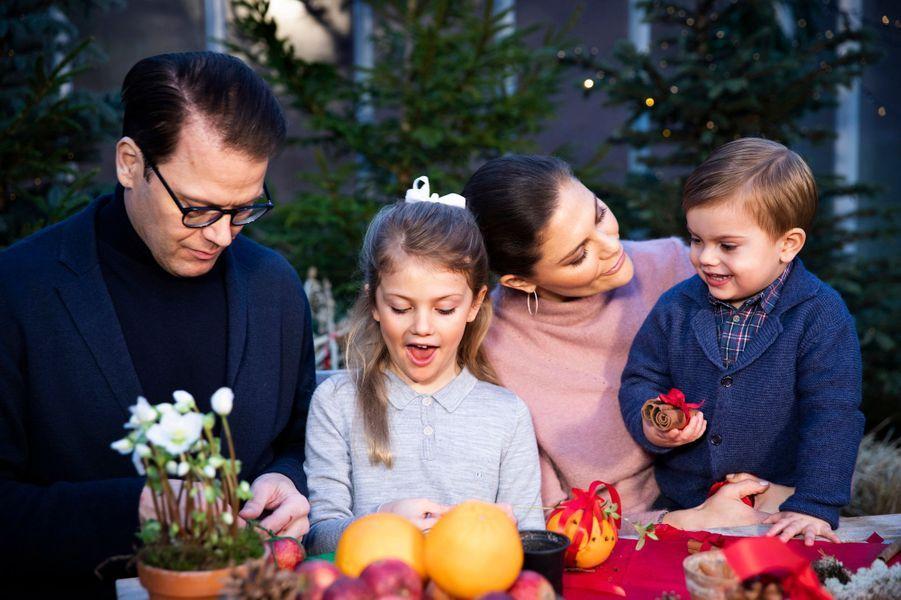 La princesse Victoria de Suède avec le prince Daniel, la princesse Estelle et le prince Oscar, décembre 2018