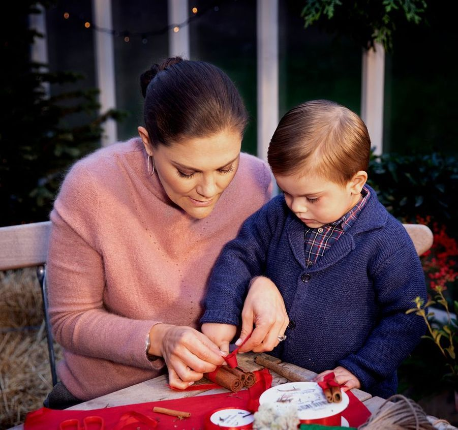 La princesse Victoria de Suède et son fils le prince Oscar, décembre 2018