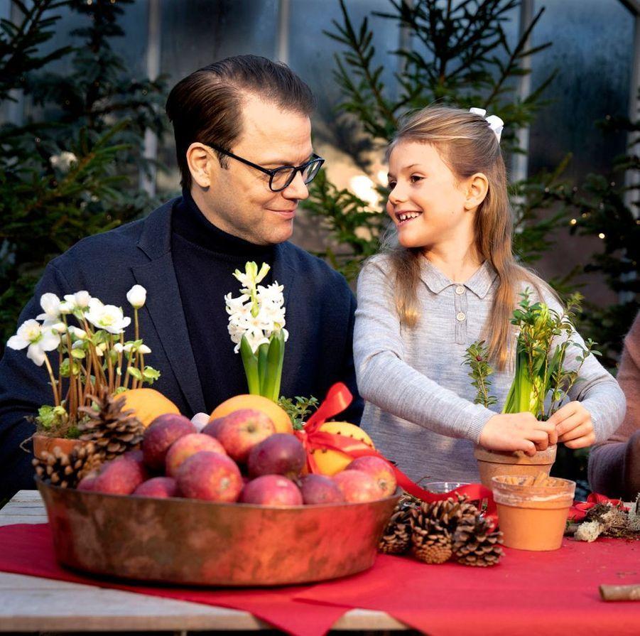 La princesse Estelle de Suède avec son père le prince Daniel, décembre 2018