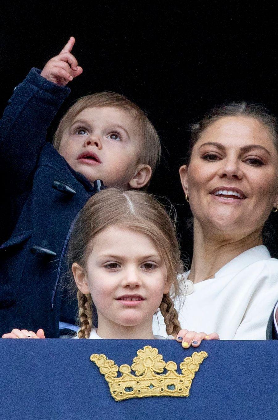 Les princesses Estelle et Victoria et le prince Oscar de Suède à Stockholm, le 30 avril 2018