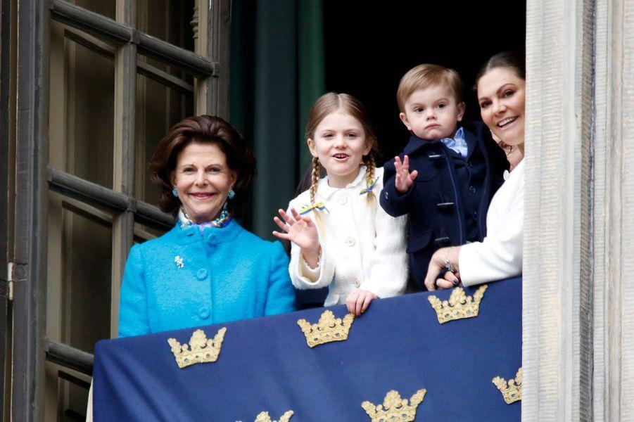 La reine Silvia, les princesses Estelle et Victoria et le princes Oscar de Suède à Stockholm, le 30 avril 2018
