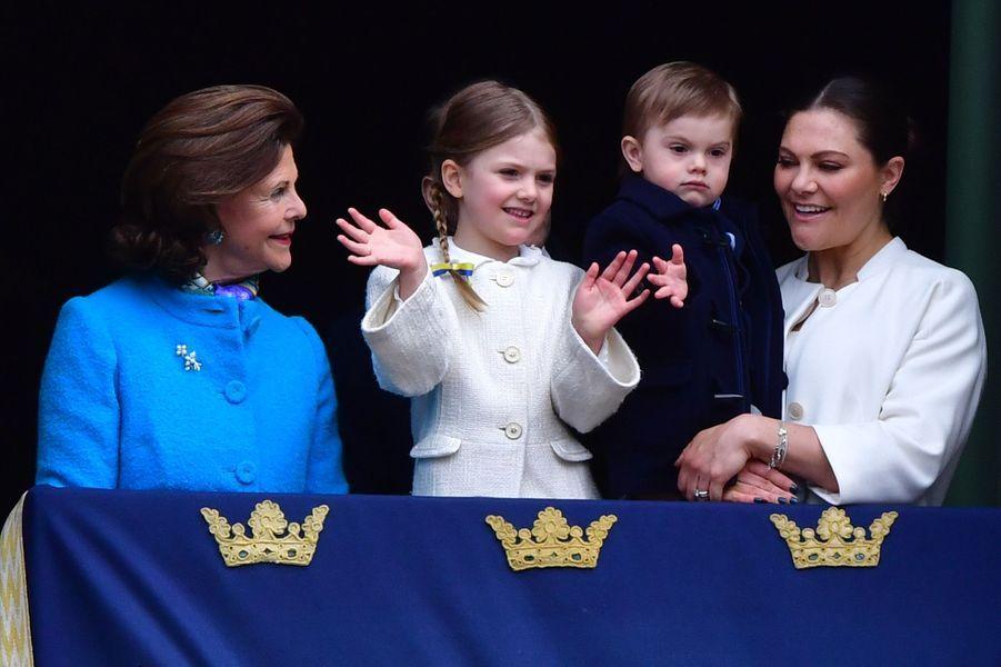 La reine Silvia, les princesses Estelle et Victoria et le prince Oscar de Suède à Stockholm, le 30 avril 2018