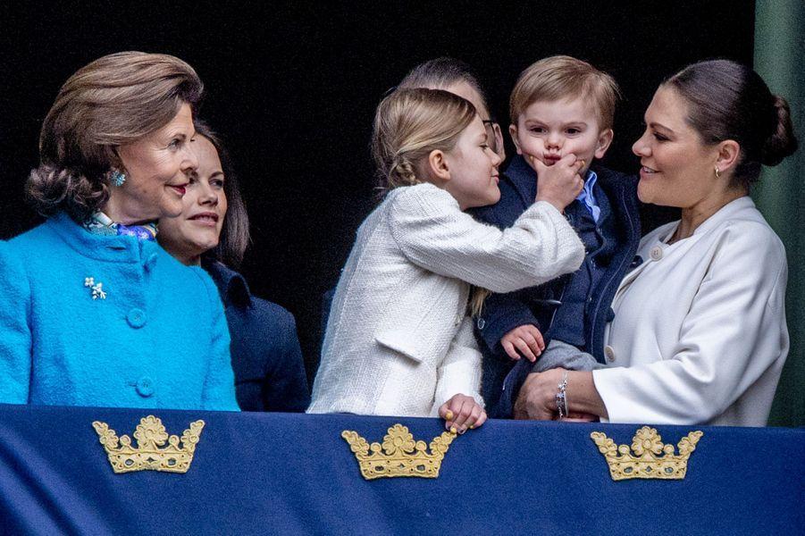 La reine Silvia, les princesses Sofia, Estelle et Victoria et le prince Oscar de Suède à Stockholm, le 30 avril 2018