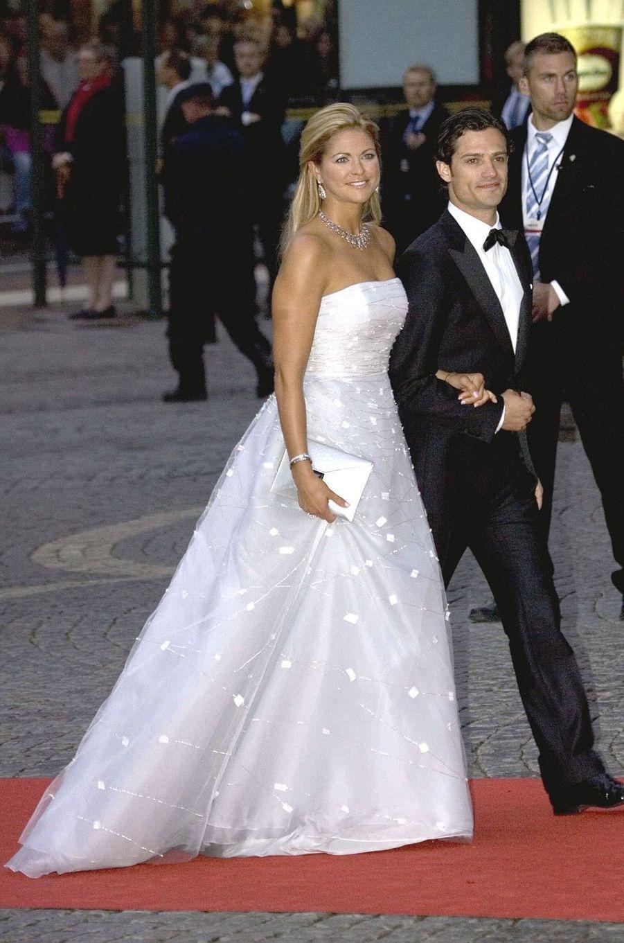 La princesse Madeleine de Suède dans une robe Angel Sanchez le 8 juin 2010