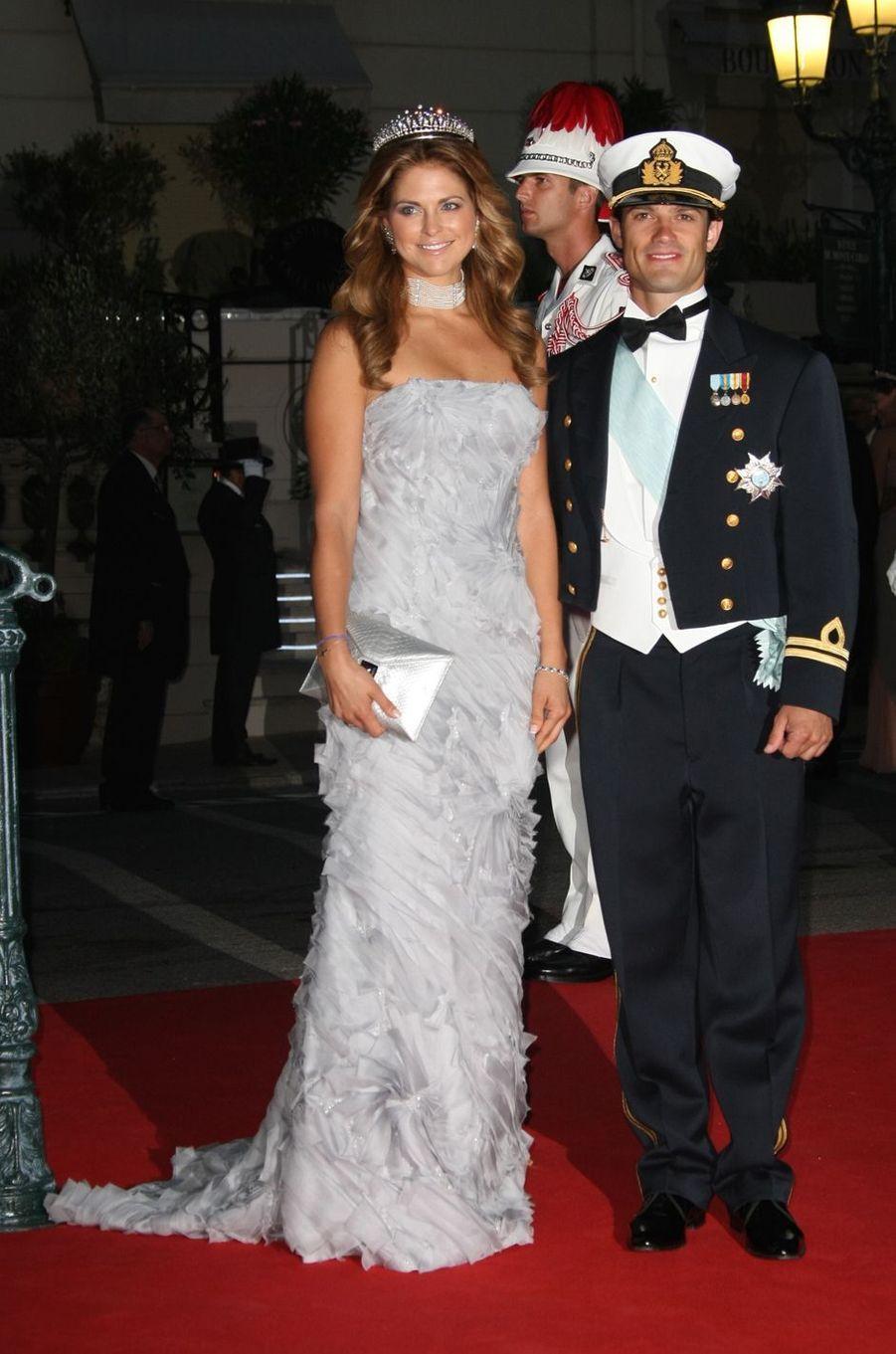 La princesse Madeleine de Suède dans une robe Carmen Marc Valvo le 2 juillet 2011