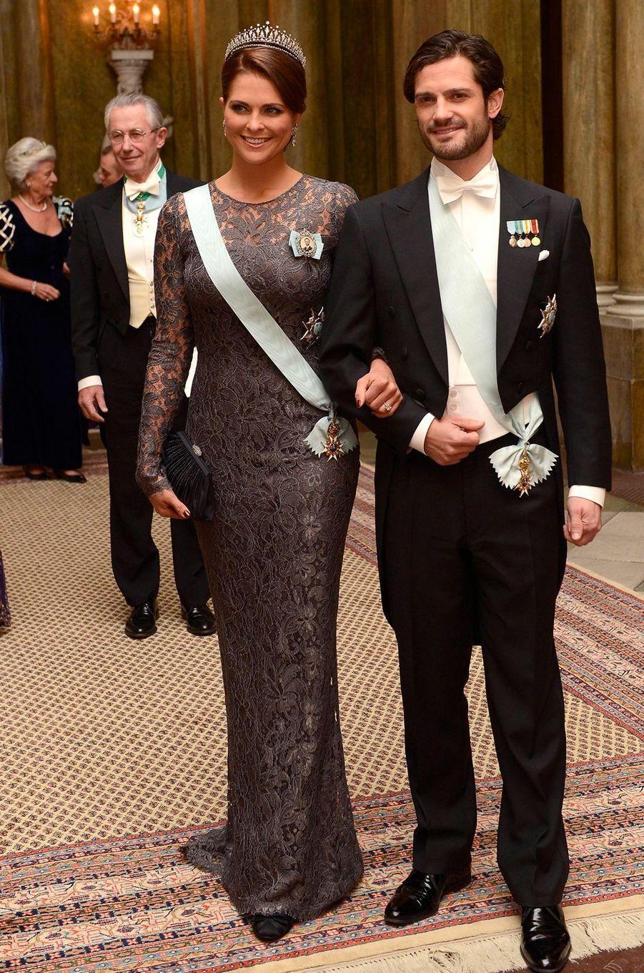 La princesse Madeleine de Suède dans une robe Dolce & Gabbana le 11 décembre 2012