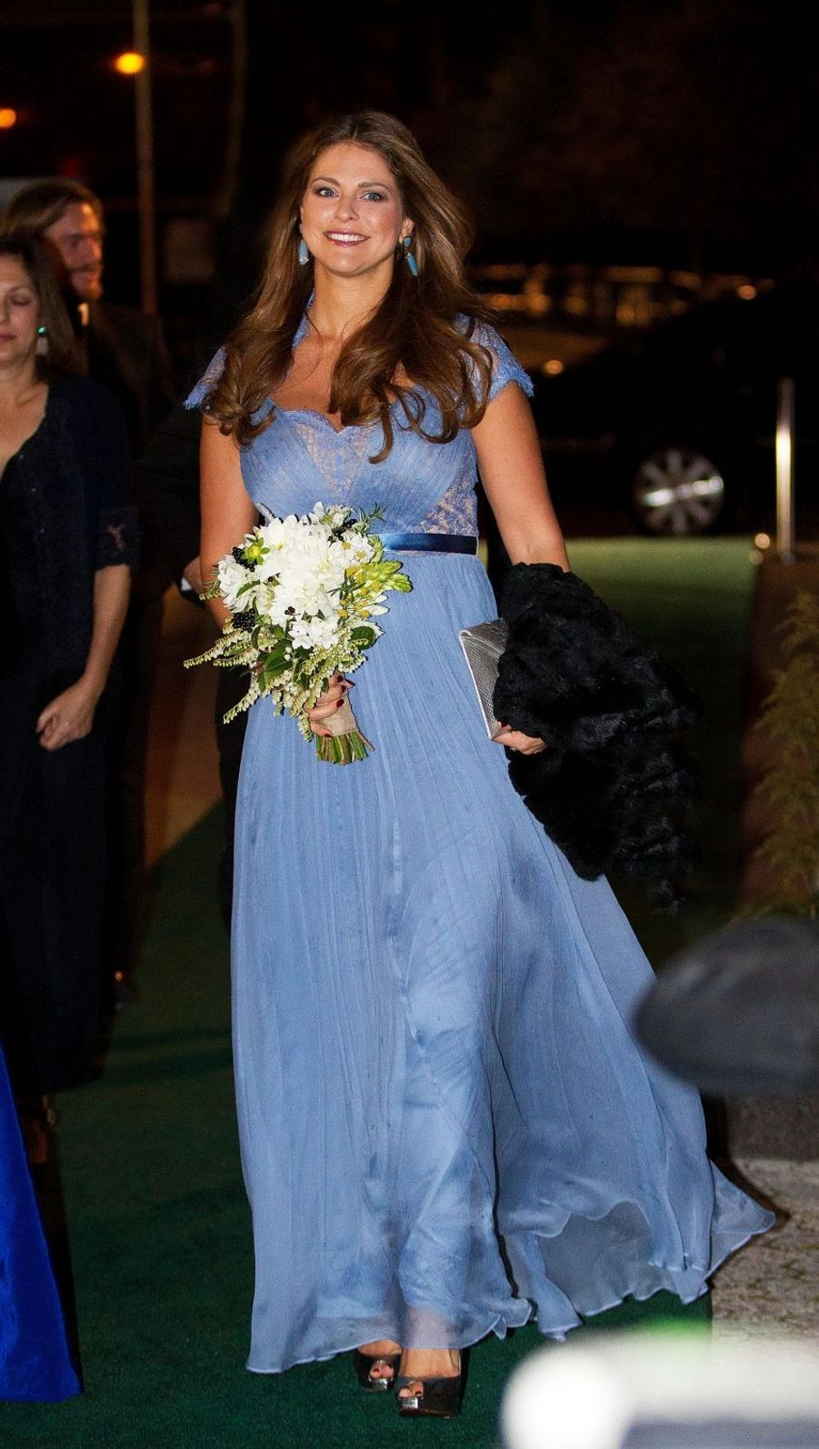 La princesse Madeleine de Suède dans une robe Tadashi Shoji le 23 octobre 2013