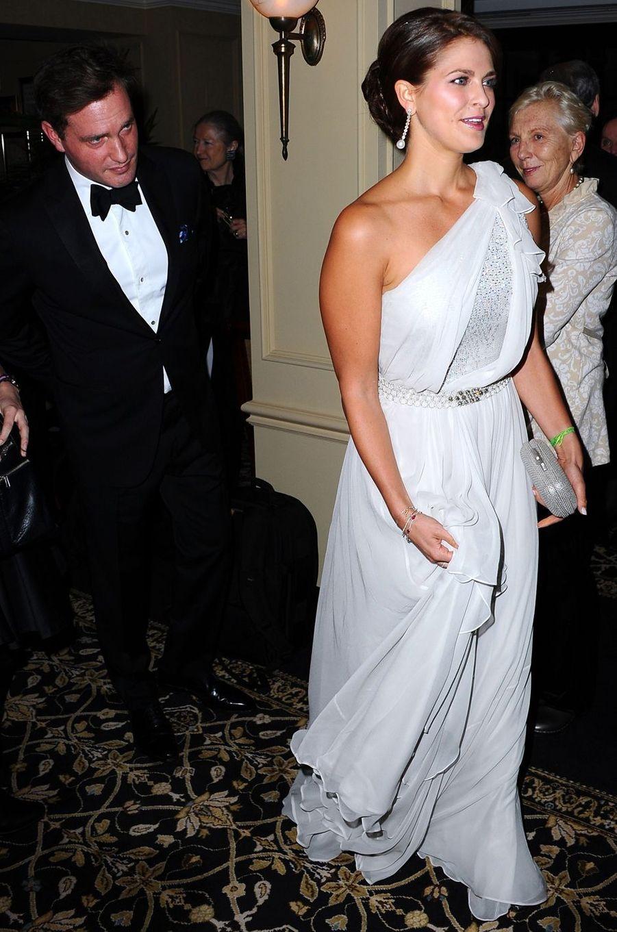 La princesse Madeleine de Suède dans une robe Jenny Packham le 7 novembre 2012