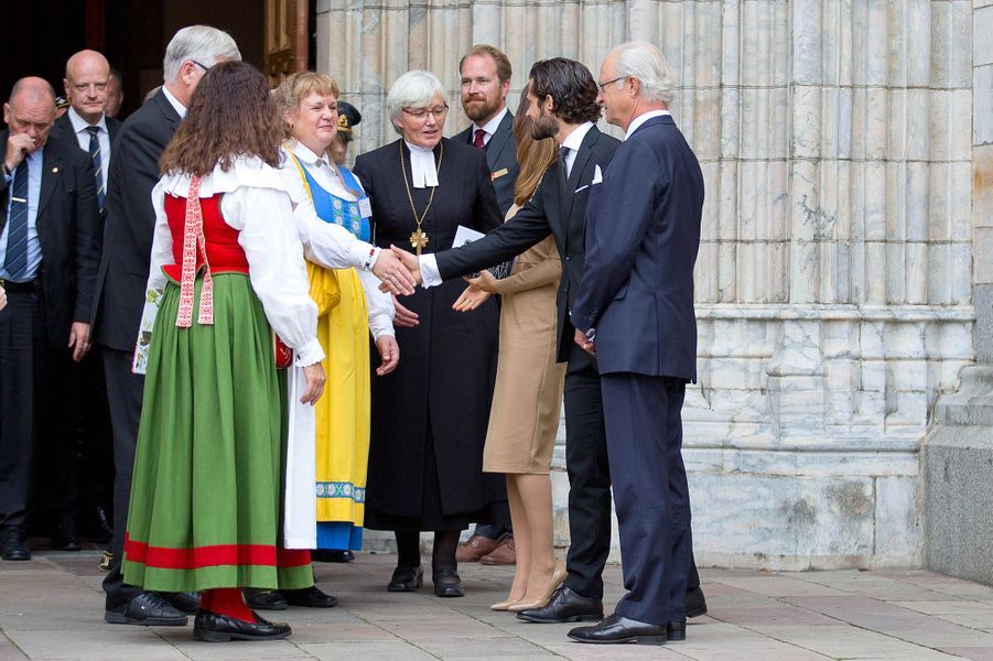 La princesse Sofia, le prince Carl Philip et le roi Carl XVI Gustaf de Suède à Uppsala, le 22 septembre 2015