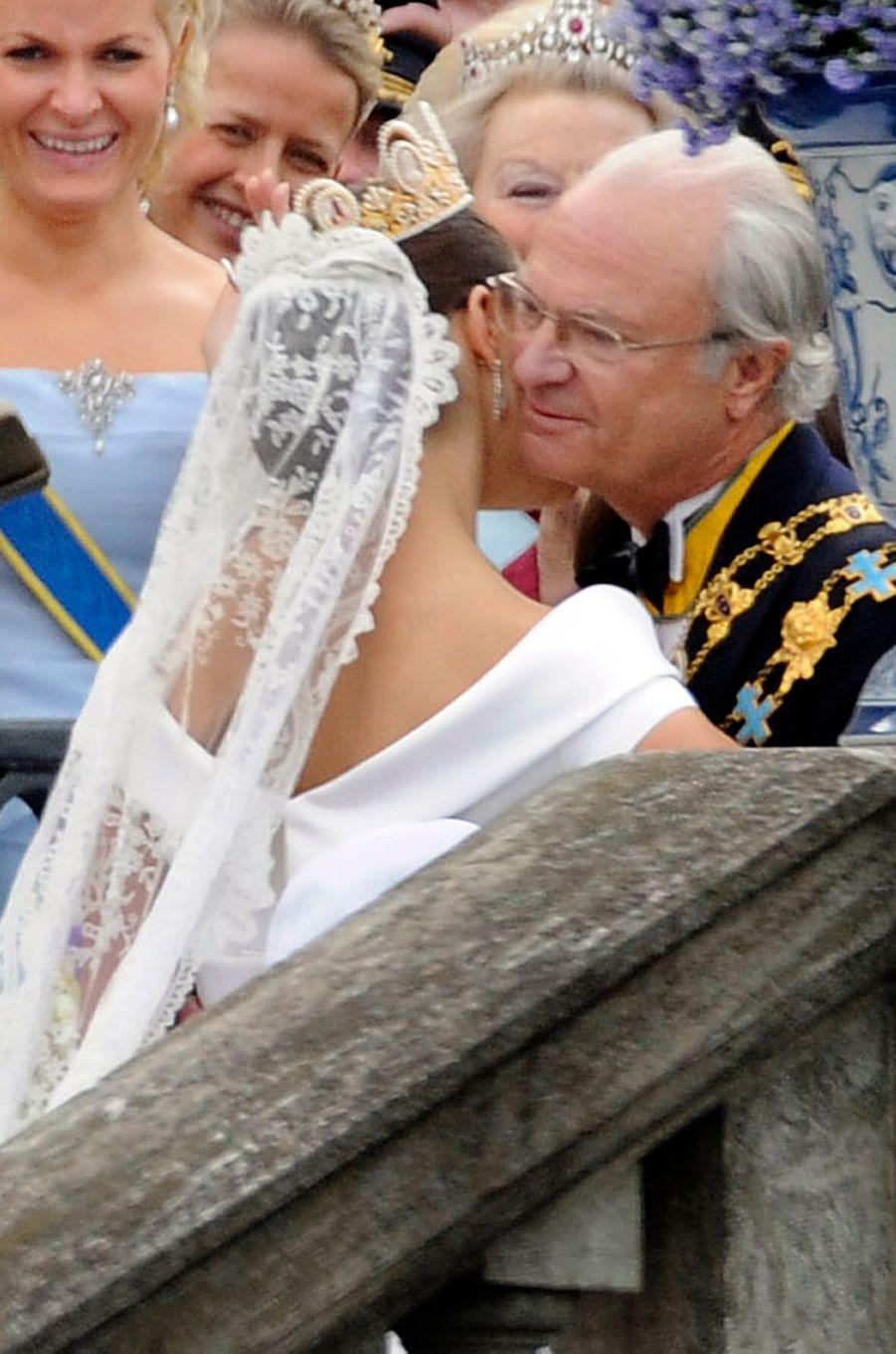Le diadème de la princesse Victoria de Suède, vu de profil, le jour de son mariage le 19 juin 2010