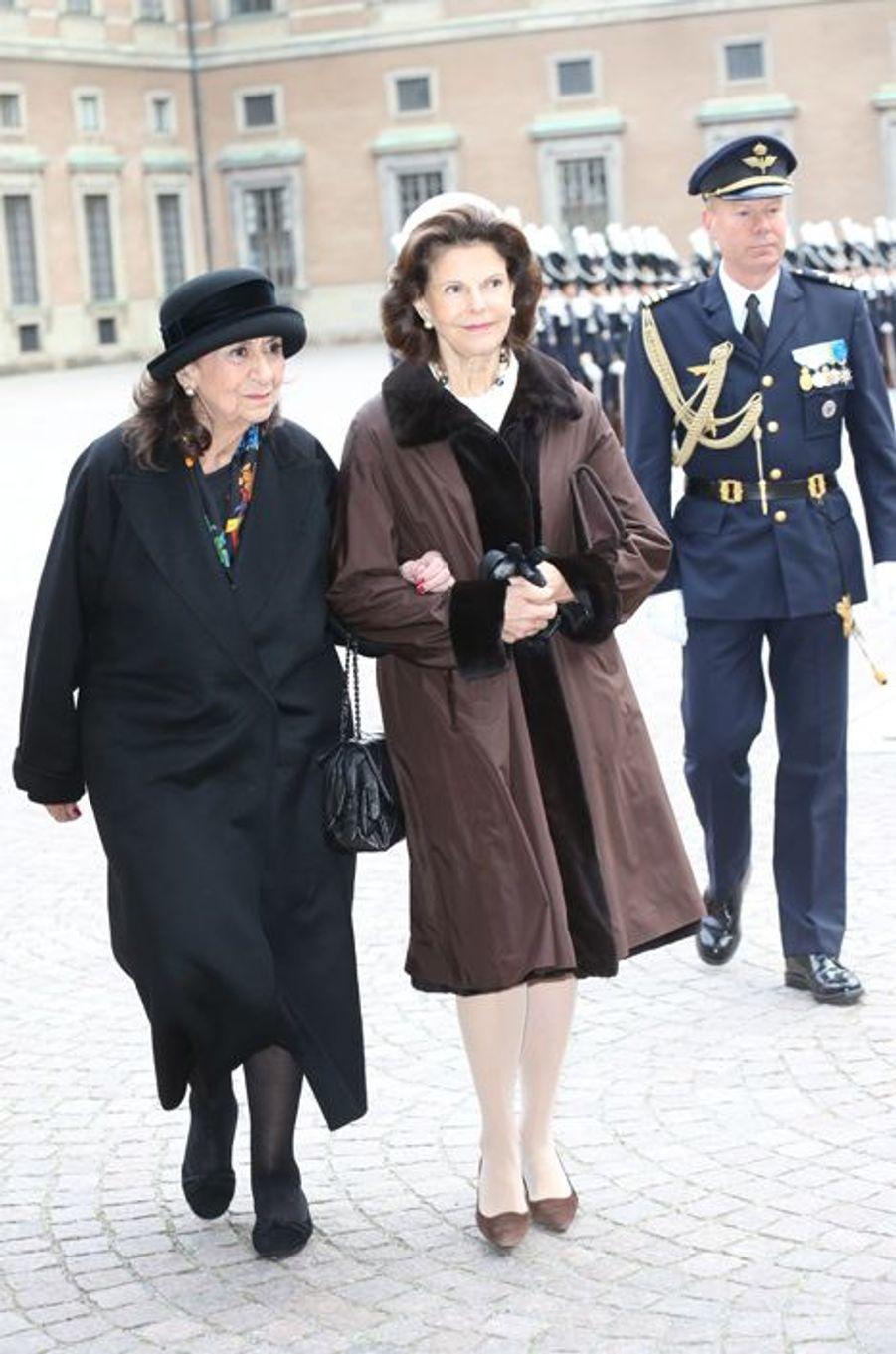 La reine Silvia de Suède avec Saida Caïd Essebsi à Stockholm, le 4 novembre 2015