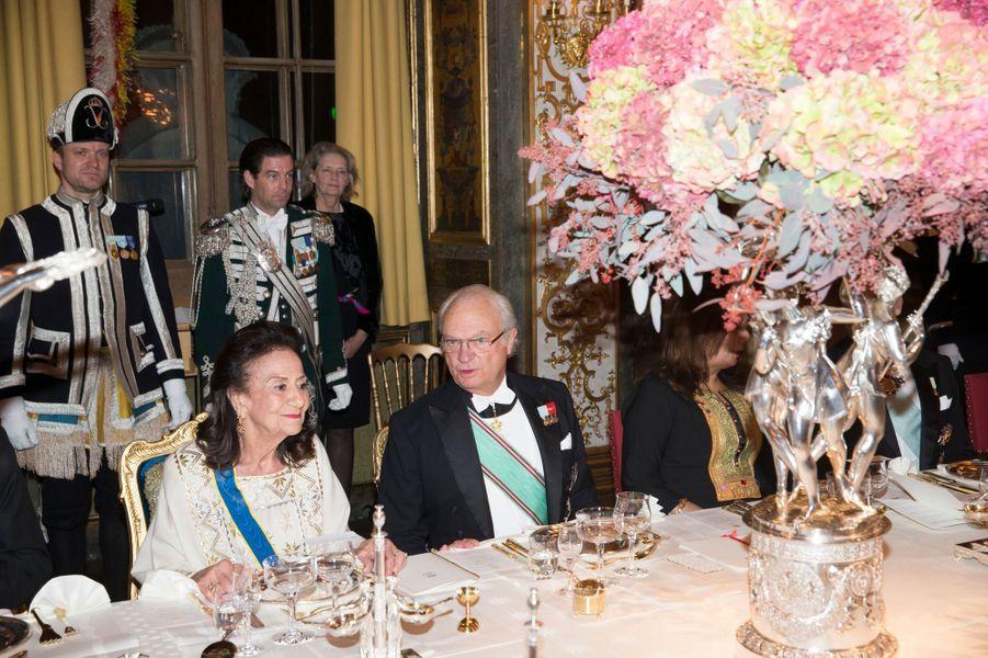 Le roi Carl XVI Gustaf de Suède avec Saida Caïd Essebsi à Stockholm, le 4 novembre 2015