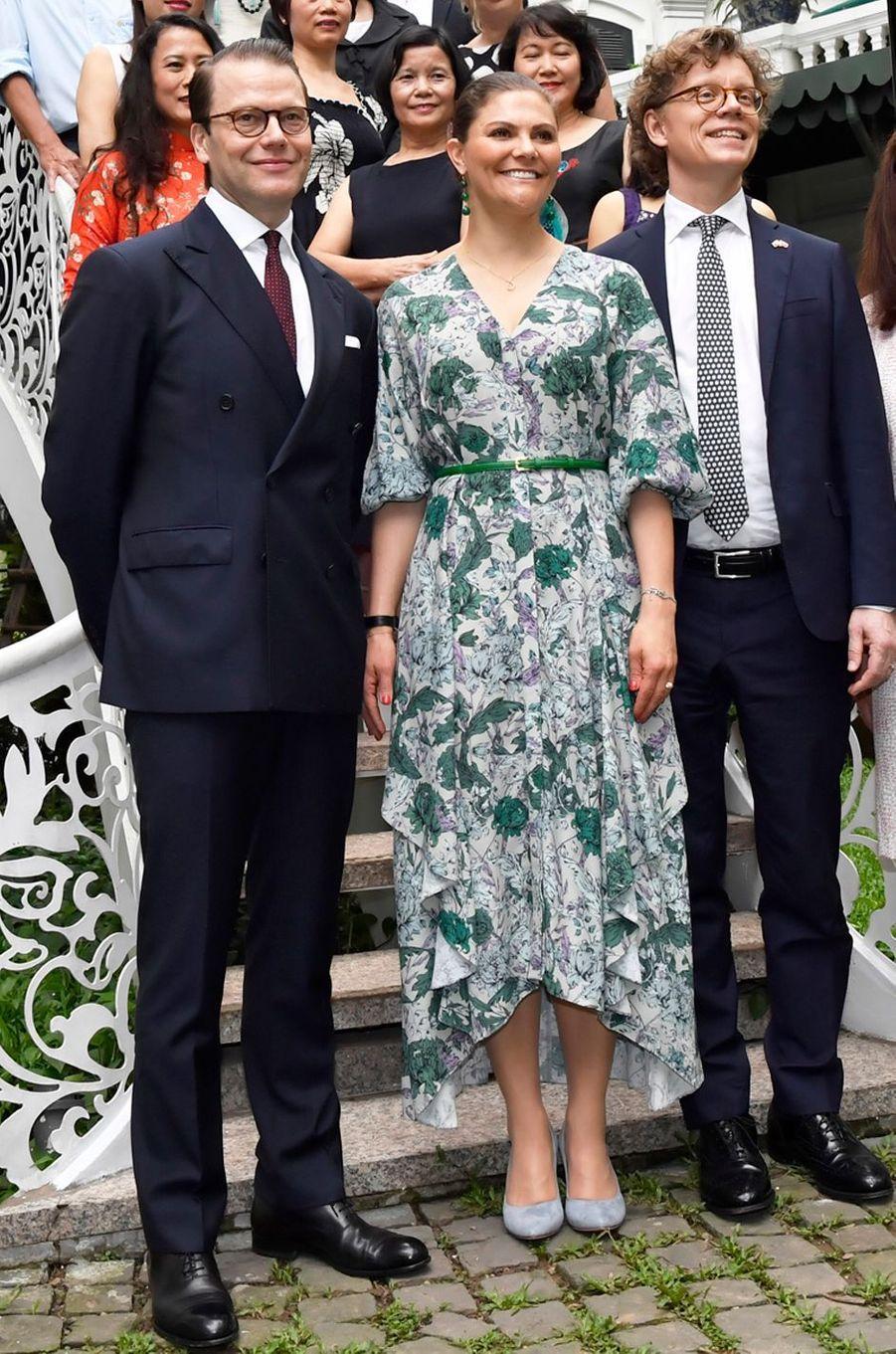 La princesse Victoria de Suède dans une robe House of Dagmar à Hanoi, le 6 mai 2019