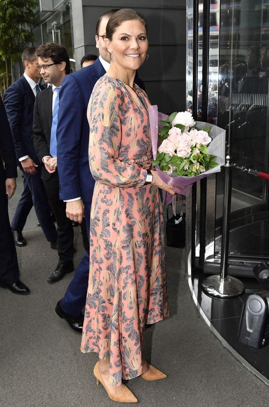 La princesse Victoria de Suède dans une robe Conscious Exclusive d'H&M à Hanoi, le 7 mai 2019
