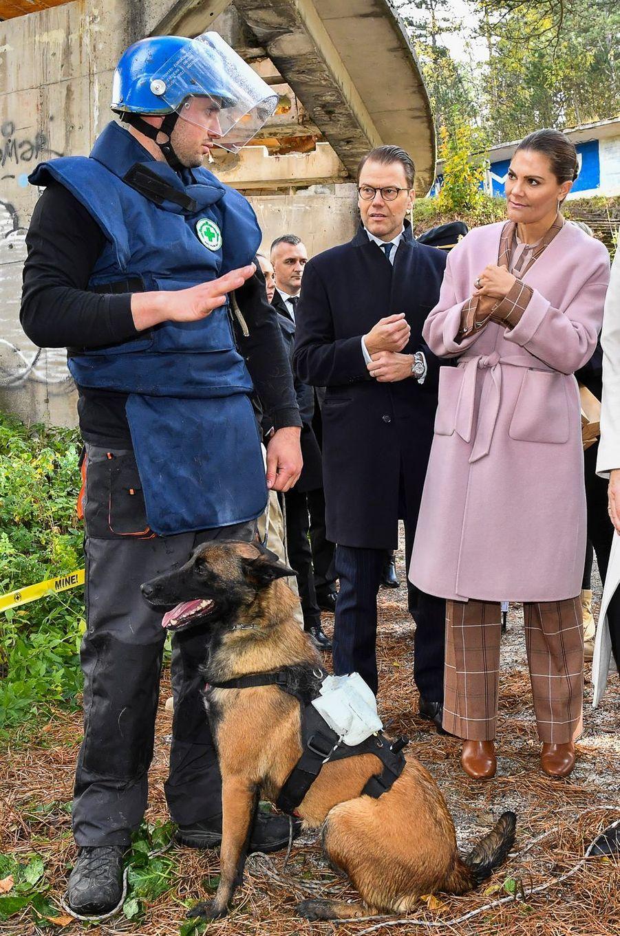 La princesse Victoria de Suède dans un manteau Andiata en Bosnie-Herzégovine, le 6 novembre 2019
