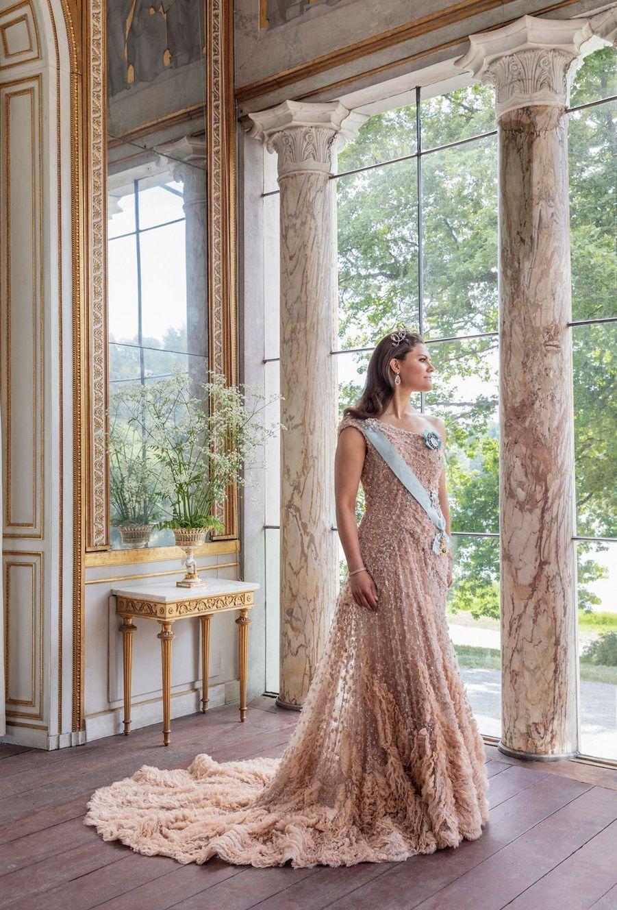 La princesse héritière Victoria de Suède. L'un des portraits réalisés pour ses 10 ans de mariage, le 19 juin 2020