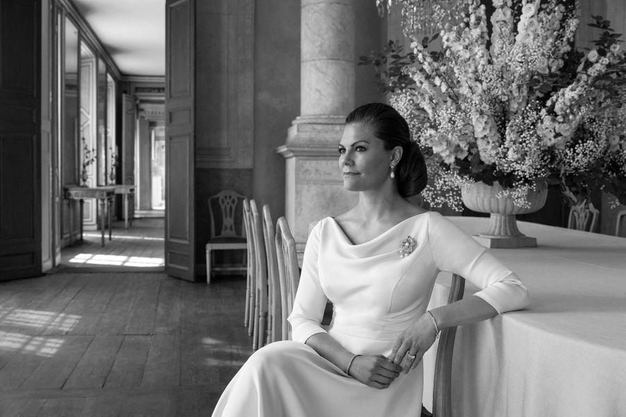 La princesse héritière Victoria de Suède. Le seul portrait réalisé en noir et blanc pour ses 10 ans de mariage, le 19 juin 2020