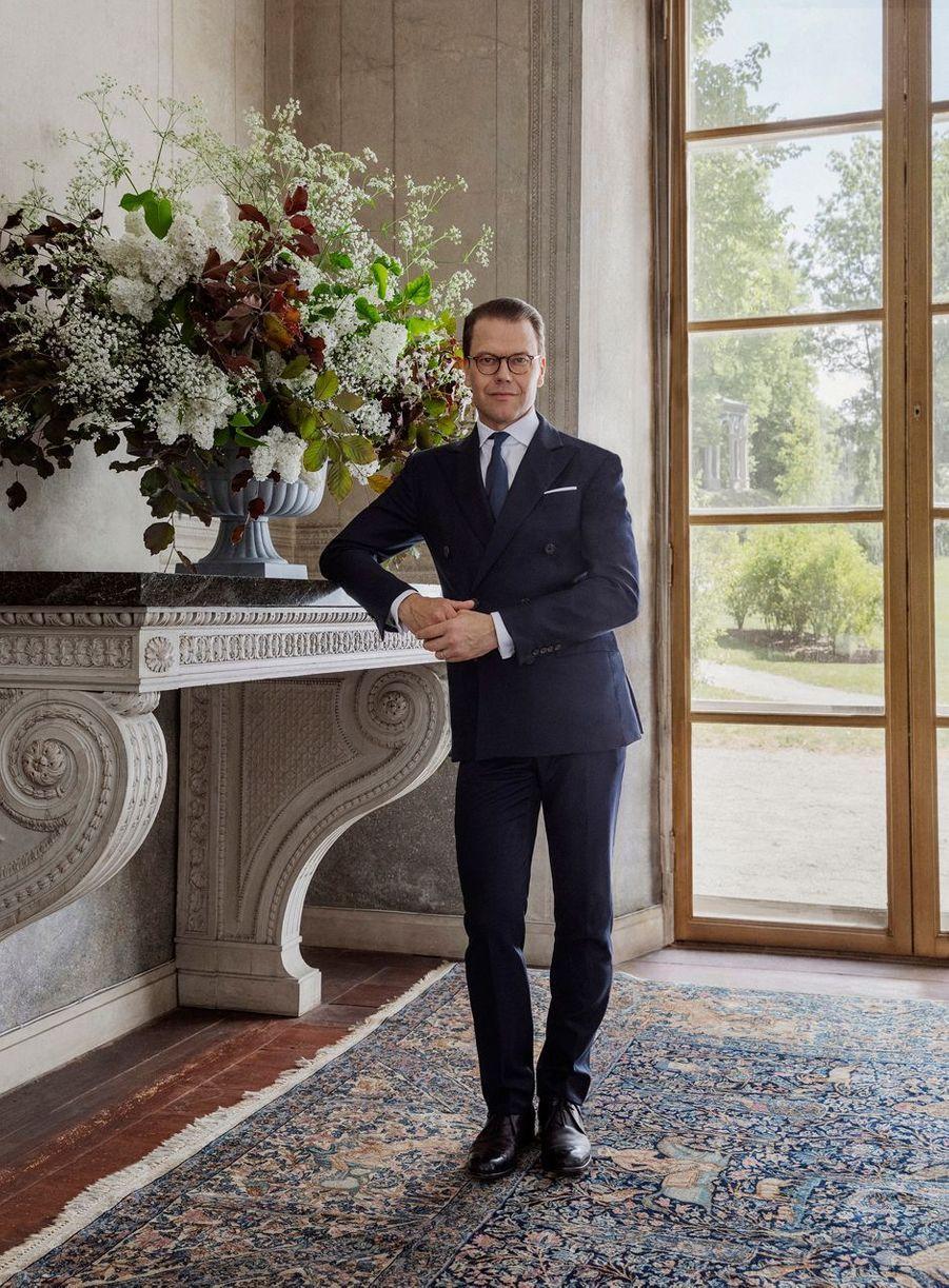 Le prince consort Daniel de Suède. L'un des portraits réalisés pour ses 10 ans de mariage, le 19 juin 2020