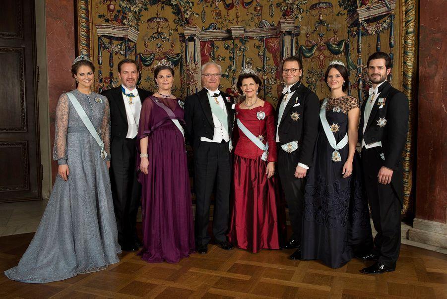 La famille royale de Suède, réunie pour une photo officielle en décembre 2015