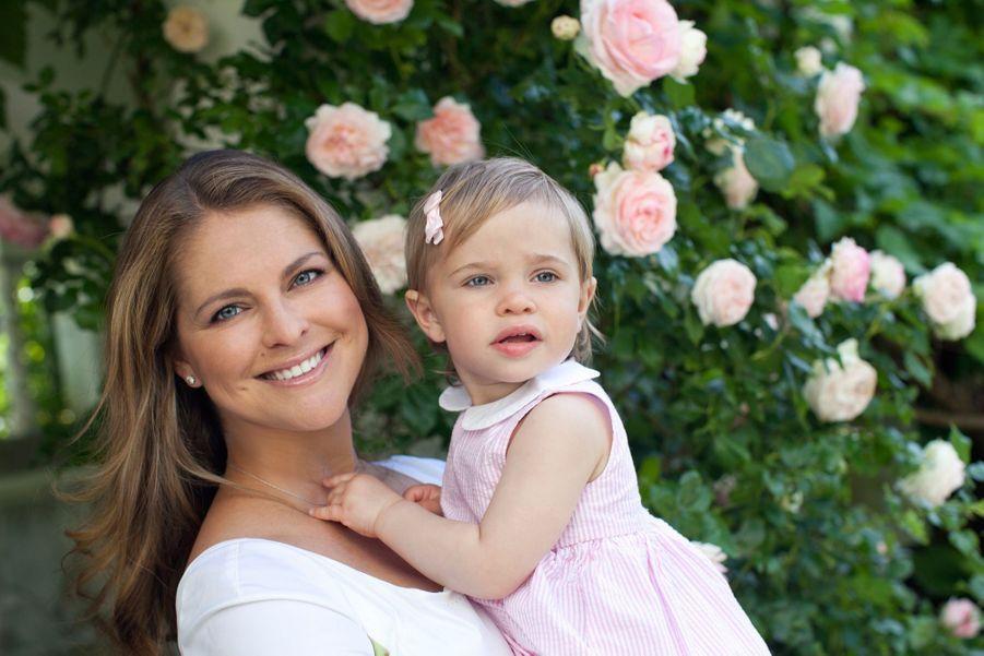 La princesse Madeleine de Suède avec sa fille Leonore, le 21 juillet 2015